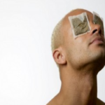 El método mas eficaz para reducir las bolsas bajo los ojos…